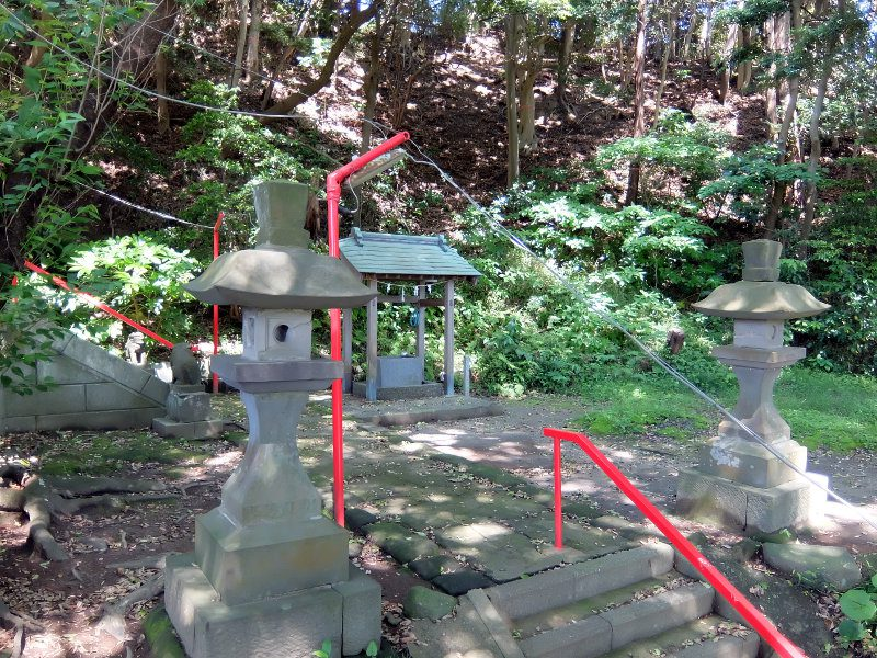 灯籠と手水舎