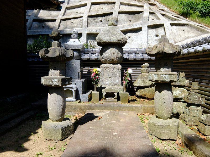 佐原義連の墓