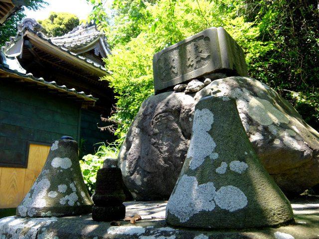 在郷軍人の石
