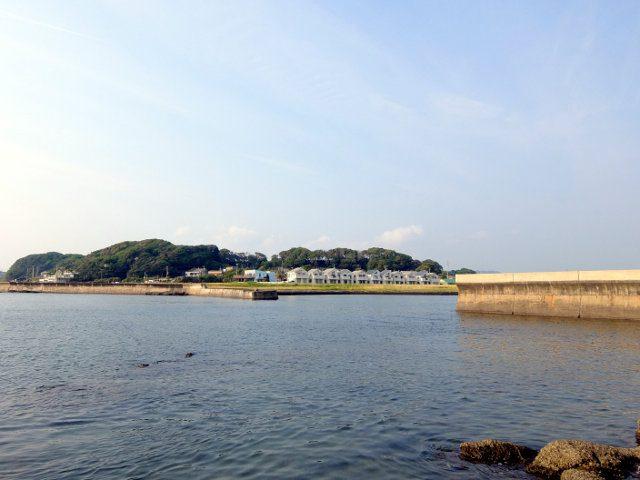 マリーナ跡地と漁港