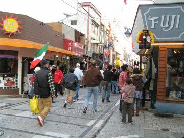 どぶ板通り 横須賀市本町 - 三...